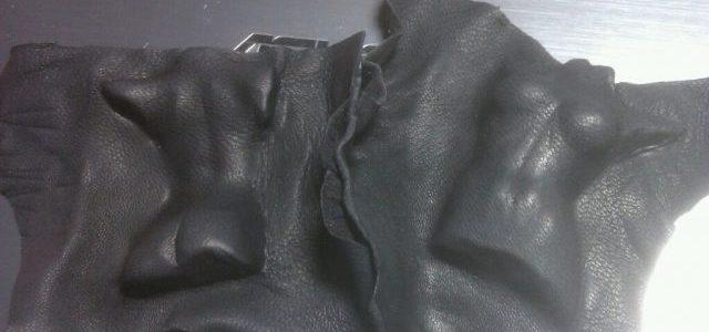 天然皮革に型付してみました、型は女性のトルソーをつかいました。