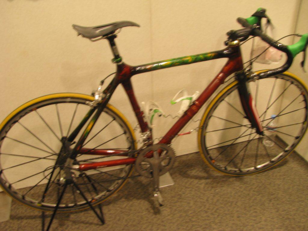 OSAKA手づくりアンドアートバザールで見つけた竹製の自転車。とても渋い色でかっこいい!!