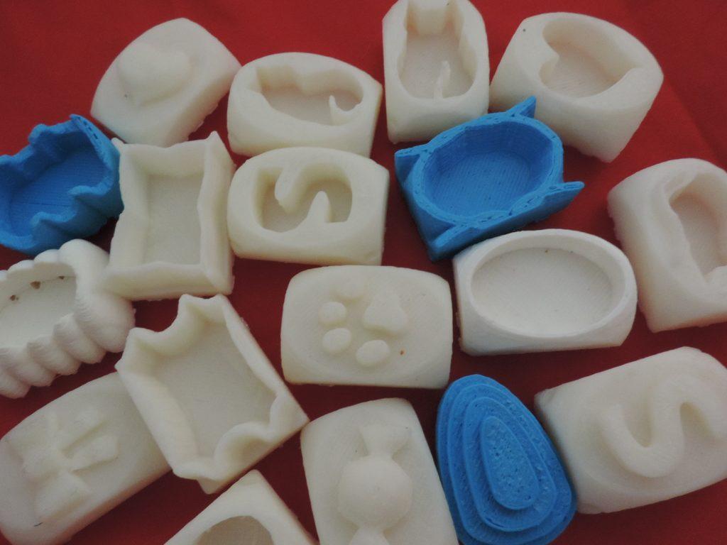 アートガマの立体成形は3Dプリンタ制作による型が利用されています。縫わずに作れる秘密は立体成型を使ったがま口だから